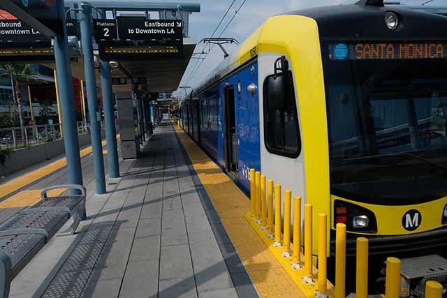 地下鉄でサンタモニカへ行くのが安くて便利