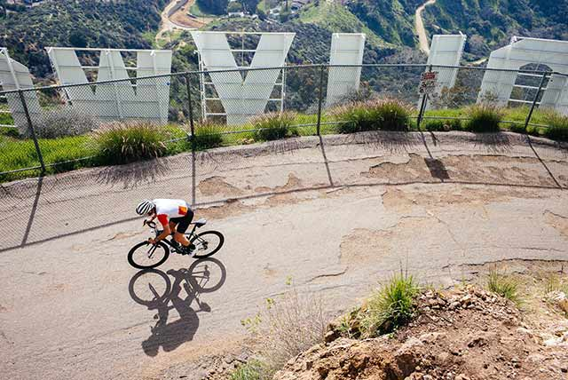 ハリウッドサインまで自転車で行く方法はあるのか?