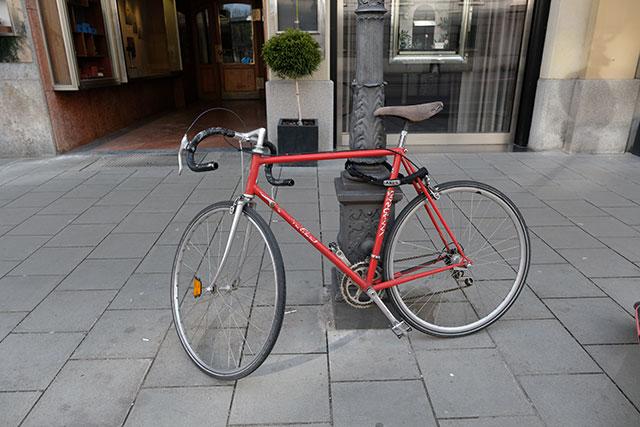 自転車の施錠は地球ロックが基本