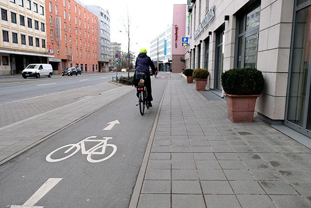歩道と自転車レーン