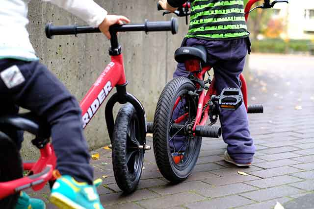 4歳から乗れる16インチ自転車だと就学前まで乗れる