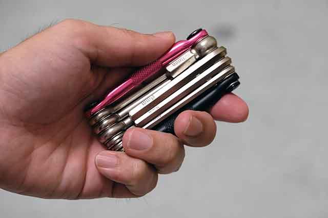 crankbrothers M10は手のひらに収まるマルチツール