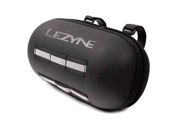 LEZYNEのフロントバッグHARD BAR CADDY